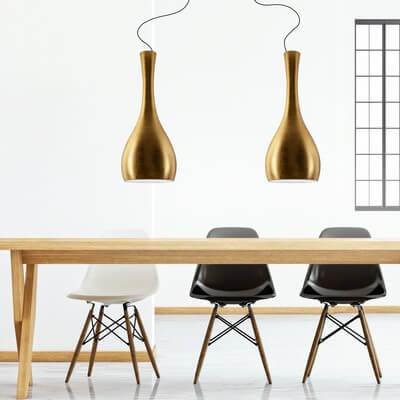 Lampa wisząca Sotto Luce Itteki ze złotym klosze i czarnym przewodem elektrycznym